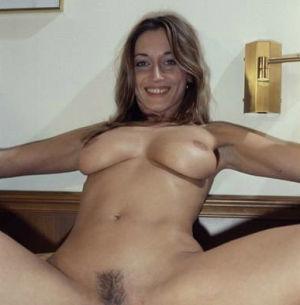 Birgit lässt sich beide Löcher lecken